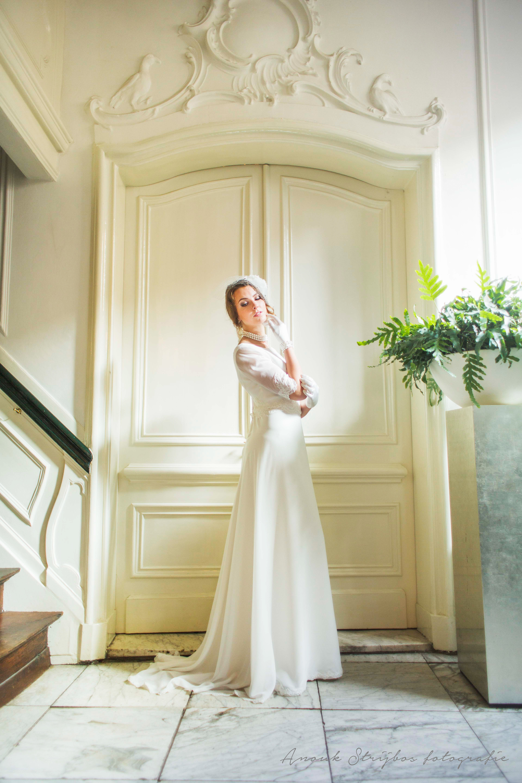 stijlvolle jurk met klein sleepje van atelier bruidscouture cabral
